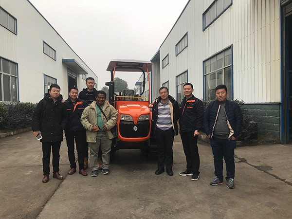 沃工农机生产研发的履带拖拉机等产品远销印尼